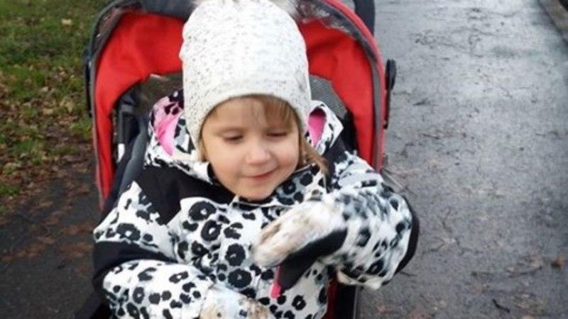 Искалеченая сожителем матери Эмили пошла в детский сад!