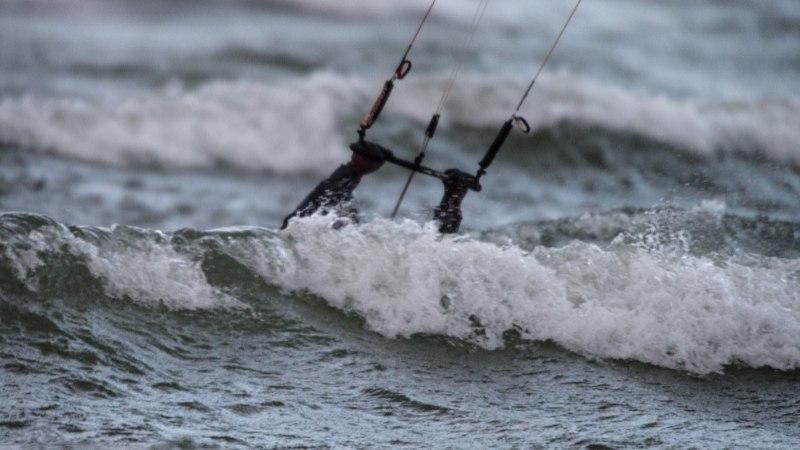 ПРИРОДА БУШУЕТ: Спасательный департамент рекомендует серьезнее отнестись к штормовой погоде