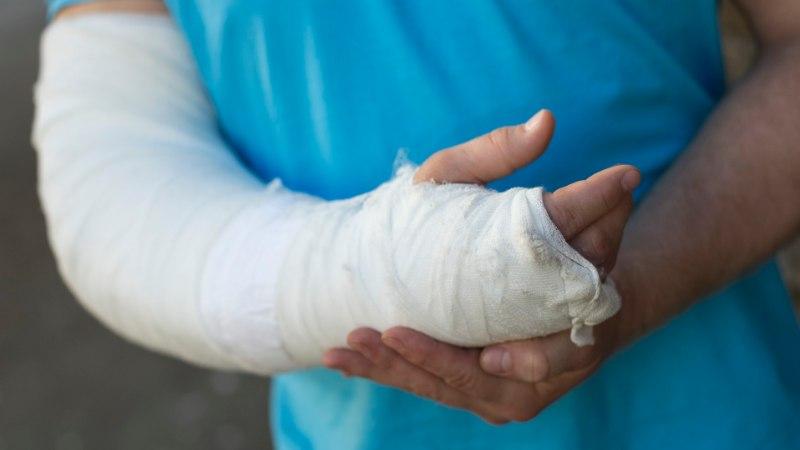 Internetis tutvunud paari esimene kohting: murtud käeluu ja kohtukutse