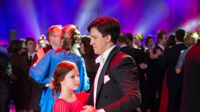 ÕHTULEHE VIDEO: vaata, kuidas Luukas Kristjan Ilves väikest õde tantsutas