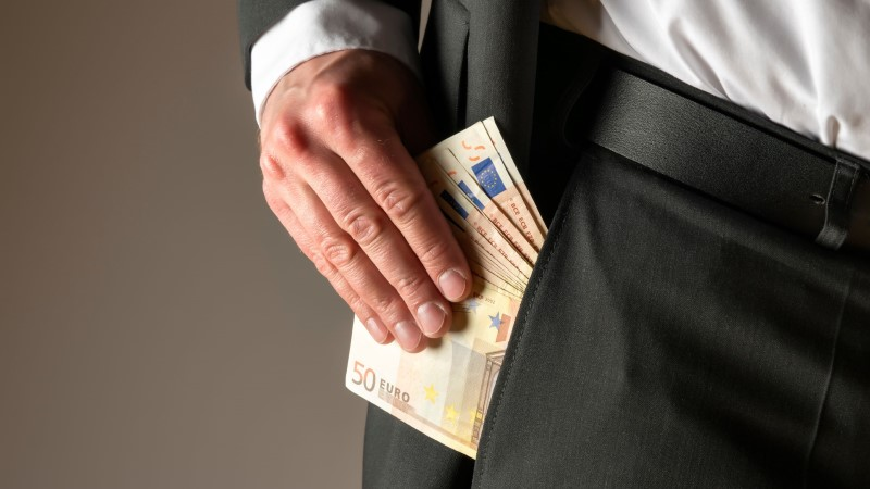 Lahkuv riigikogulane saab hüvitiseks 20000 eurot, tavatöötaja mitte midagi. Kas see on õiglane?