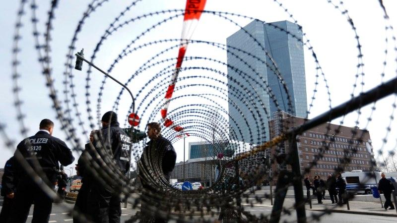 Euroopa Keskpank peab avatseremoonia okastraadi taga