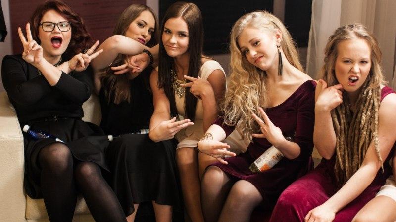 Superstaari-tüdrukute stuudiovooru avalugu on seotud ühe superstaariga