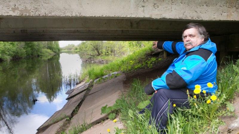 SEAKATK MÖLLAB LÕUNA-EESTIS: jõkke kukkunud puu taha jäi kinni neli korjust