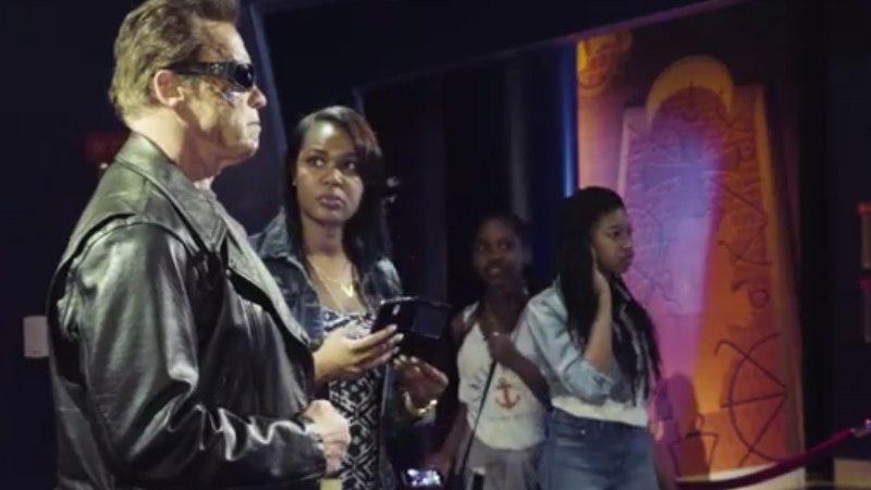 VIDEO   Vahakujuna poseerinud Schwarzenegger üllatas fänne