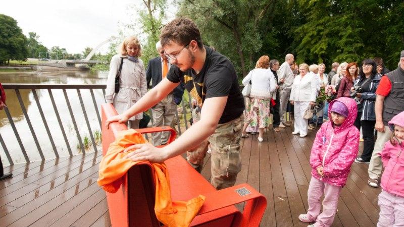 GALERII: Tartus avati Tiiu Silla mälestuspink