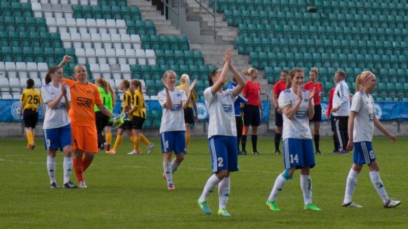 KUUM FOTO | Supelrõivais Pärnu vutipiigad ammutavad homseks mänguks päikeseenergiat