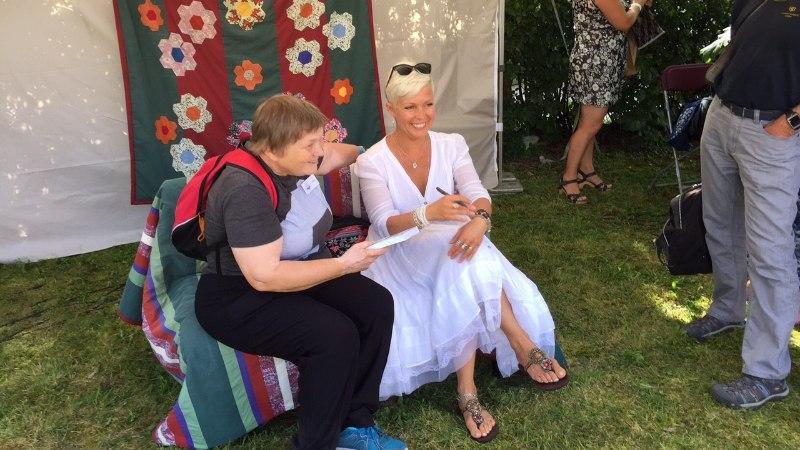 Evelin Ilves esitles arvamusfestivalil oma raamatut: kui miski sulle ei meeldi, siis vaata peeglisse