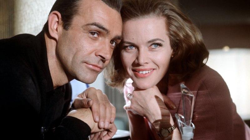 Bond seksib esimest korda küpses vanuses naisega