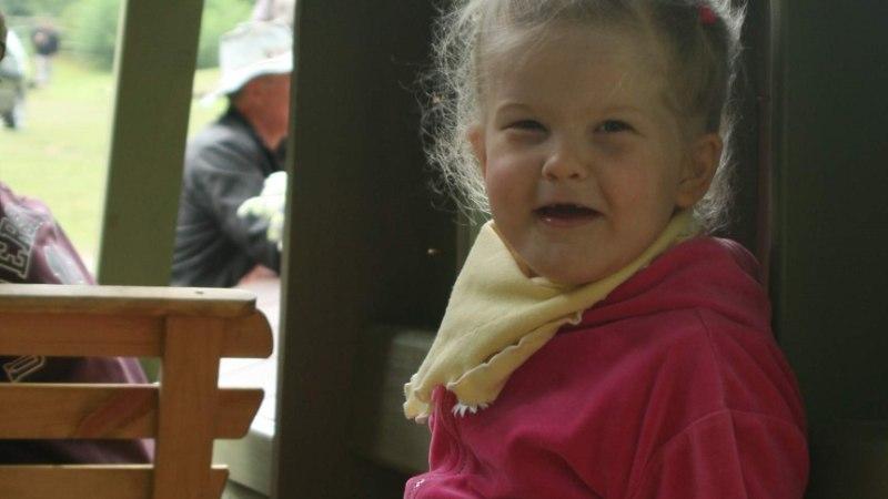 Nelja-aastane Janeli sai Lastefondi toel endale tugiisiku