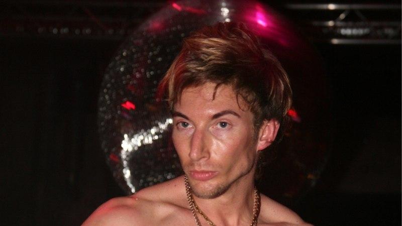 ÕHTULEHE VIDEO | PÄEV MARCO TASASEGA, 2. OSA: kuidas vormib mees oma stripparikeha ja millised raskused varjutavad tema pealtnäha muretut elu?