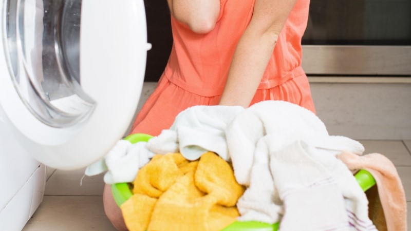 Почему всегда нужно стирать новые вещи после покупки?