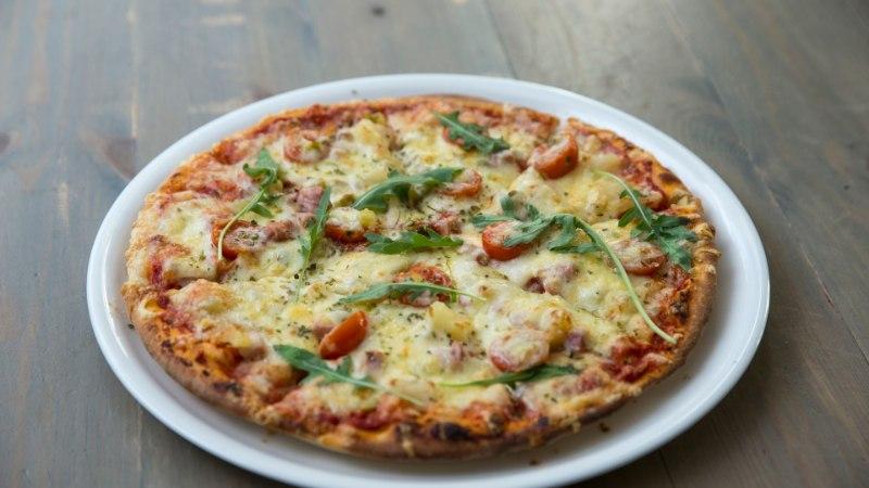 Juustupõhi annab pitsale kohevust, kikerherned ja hapukoor lisavad krõbedust