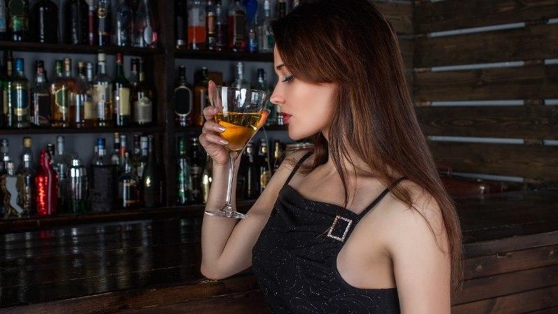 Inseneride leiutatud küünelakk aitab kokteilides tuvastada korgijooki
