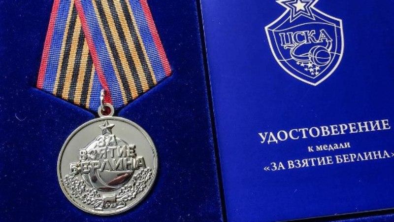 """CSKA väga kahemõtteline tegu: fännidele kingiti medal """"Berliini võtmise eest"""""""