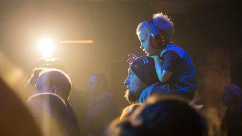 Väikesed fännid rokkisid Metsatöllu kontserdil