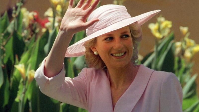 FOTOD | Printsess Diana kaunid kleidid pannakse kalli raha eest müüki