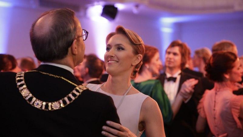 FOTOD   Presidendipaar tantsis oma esimese presidendiballi valsi