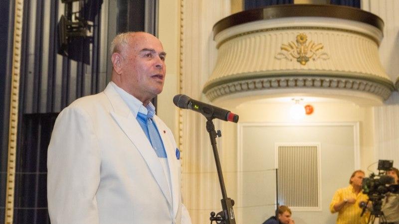 Suri dirigent Eri Klas