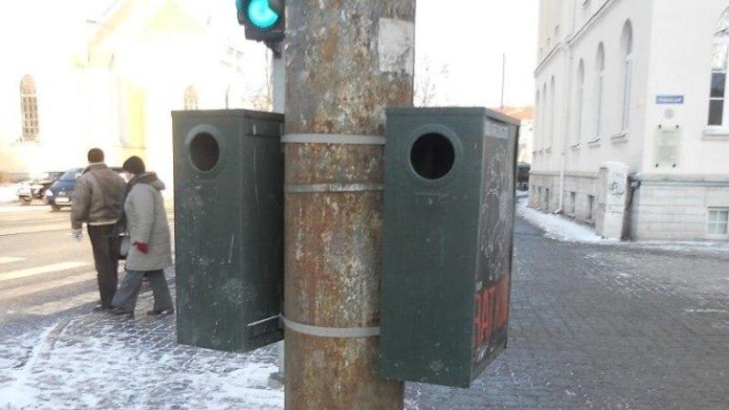 FOTOD   Kukk: linnavalitsus värvis roostetanud tänavapostid neli aastat tagasi lihtsalt üle