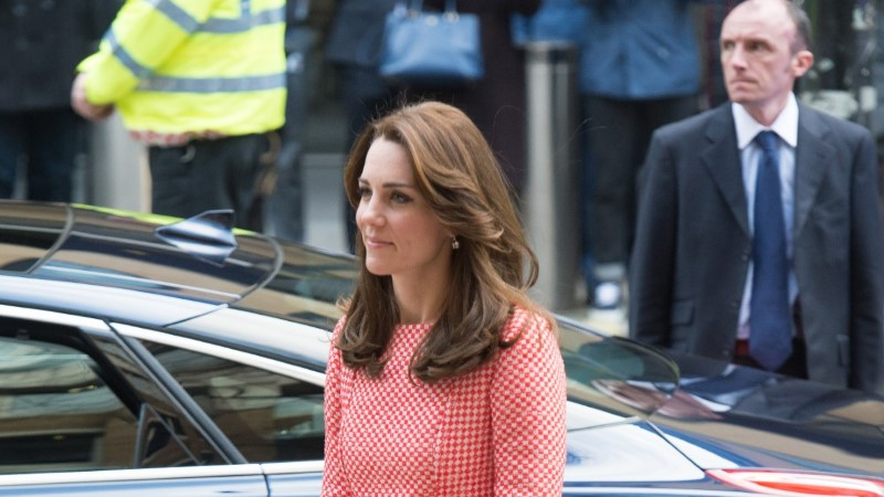 FOTOD | Hertsoginna Catherine rõivastus kevadiselt roosasse