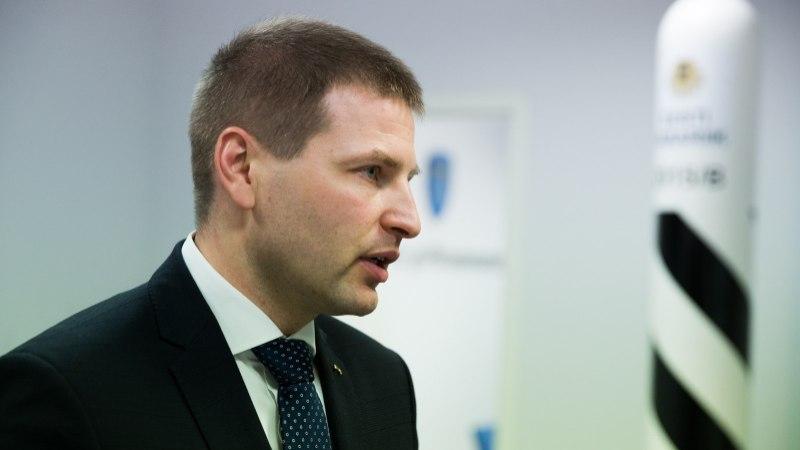 Siseminister annab peksmises kannatada saanud Tartu pereisale vapruse eest tänukirja