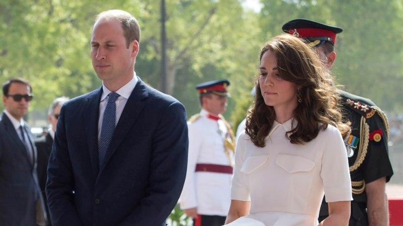 FOTOD   Hertsoginna Catherine jätkab India-visiiti: sinisele kleidile järgnes vallatu valge