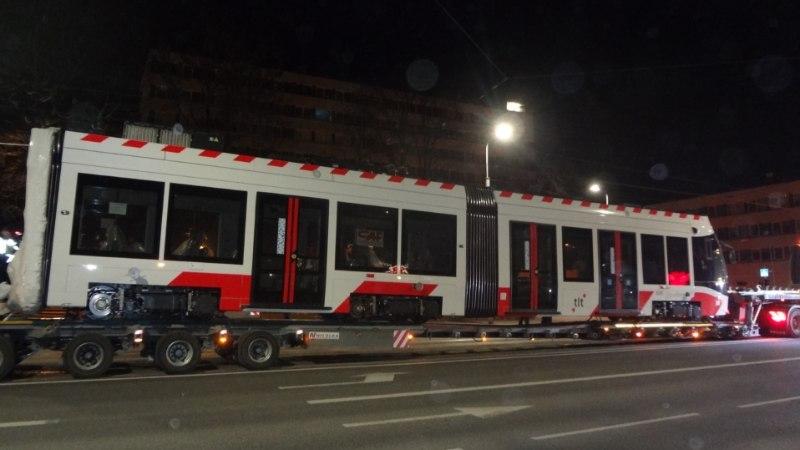 PILTUUDIS | Viimane CAF Urbos tramm jõudis Tallinna
