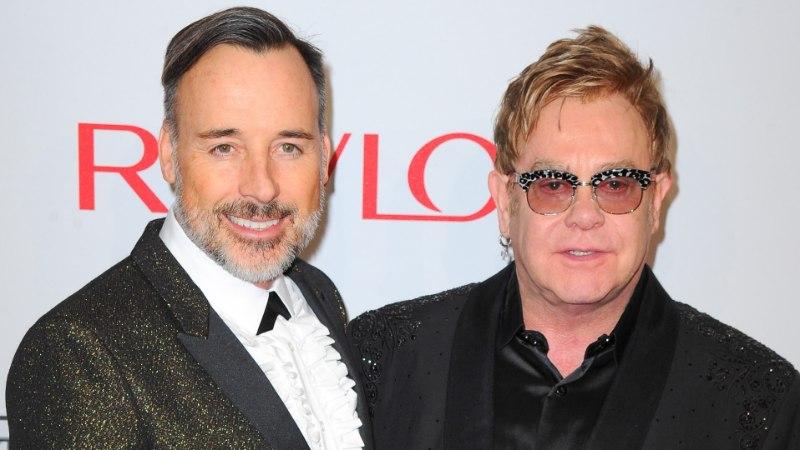 KÕMULEHT: Elton Johni abikaasa pidas armukest ja osales orgial!