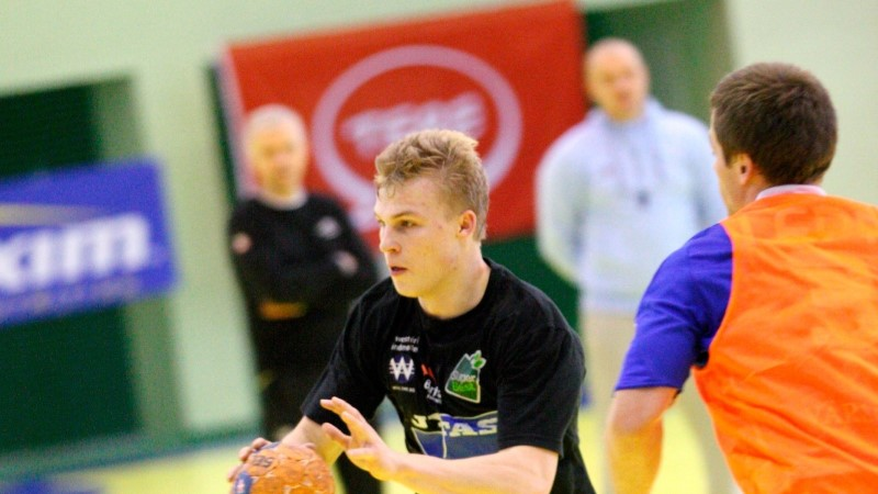 Käsipallurid välismaal: Pinnonen hullas finaalseeria avamängus, Jaanimaa ja Kiel said tähtsa võidu