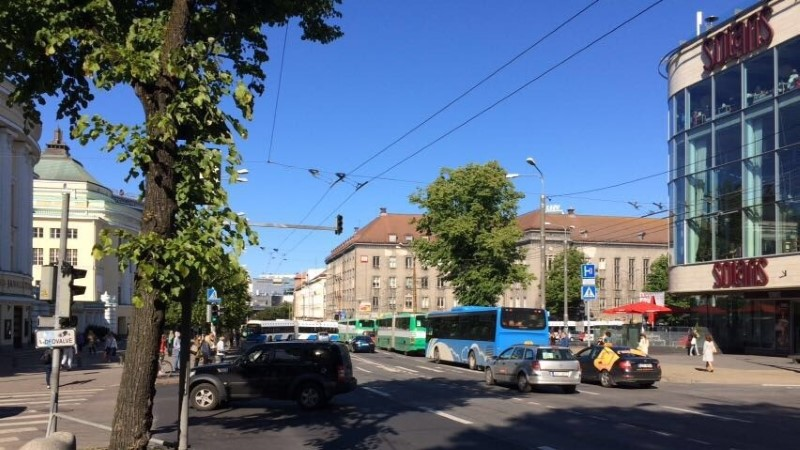 LUGEJA FOTO | Tallinna südalinna seiskus trolli tõttu liiklus