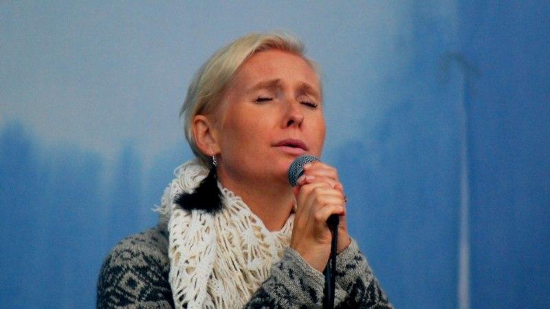Dirigent Veronika Portsmuth esitas Viru Folgil oma loomingut lauljana