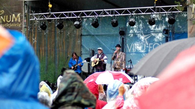 GALERII   Viru Folgi teine päev möödus vaatamata vihmale rõõmsalt ja rahvarohkelt
