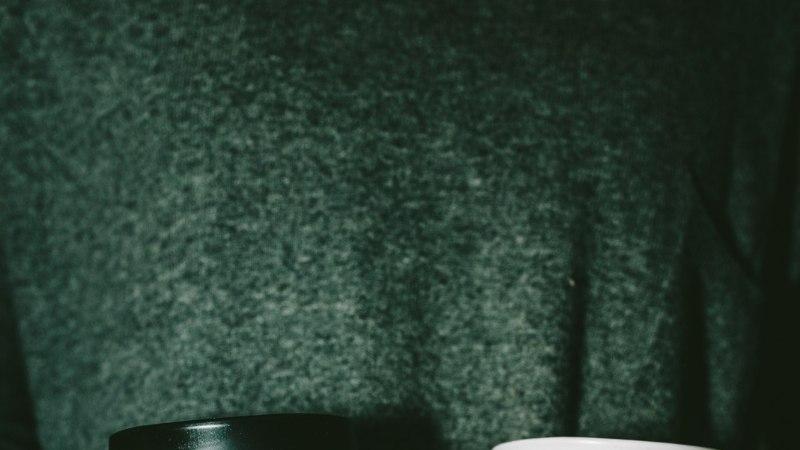 Mida teha, et kuuma joogitopsi käes hoides näppe ära ei kõrvetaks? Meisterda topsile ümbris!