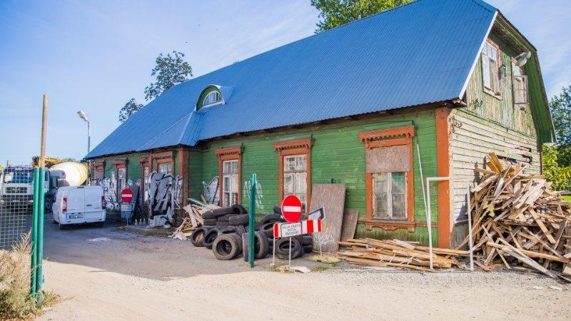 KINGITUS: pereisa viib Balti jaama maja endale maakoduks