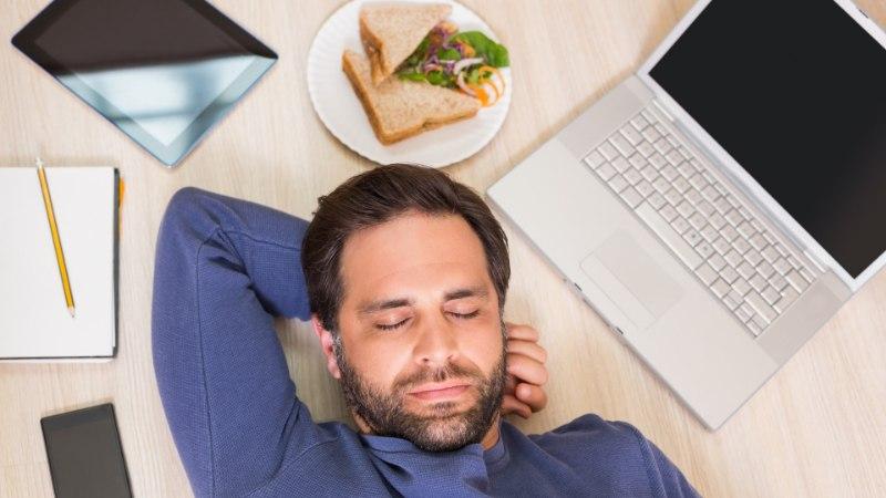 5 veenvat põhjust, miks teha üks kosutav lõunauinak
