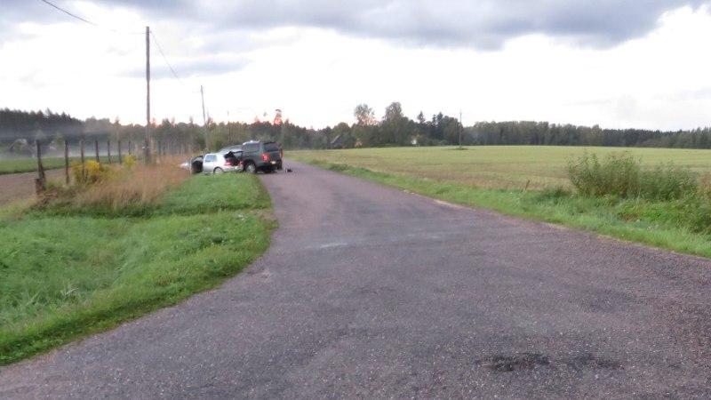 FOTOD   Nagu seiklusfilmis: piirivalvepatrull pidi põgenevate sigaretivedajate peatamiseks rammima nende autot