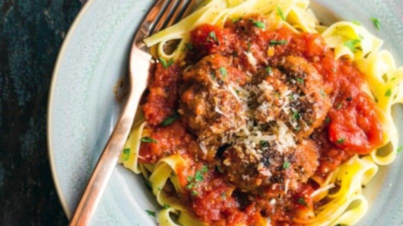 RETSEPT | Parmesani juustuga lihapallid tomatikastmes