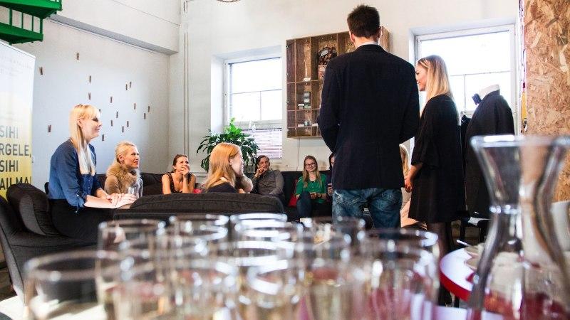 GALERII   Moeajakirjanikele tutvustati Eesti meeste uut lipsutrendi