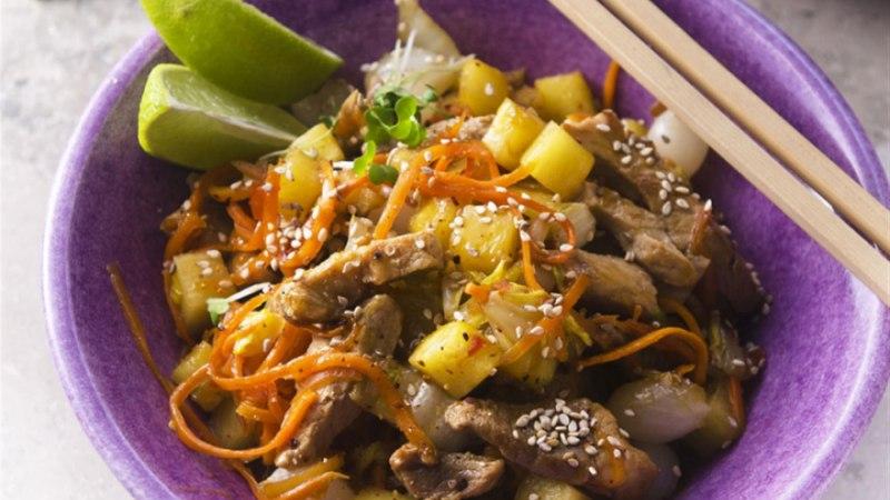Vietnamipärane ananassi-sealihavokk