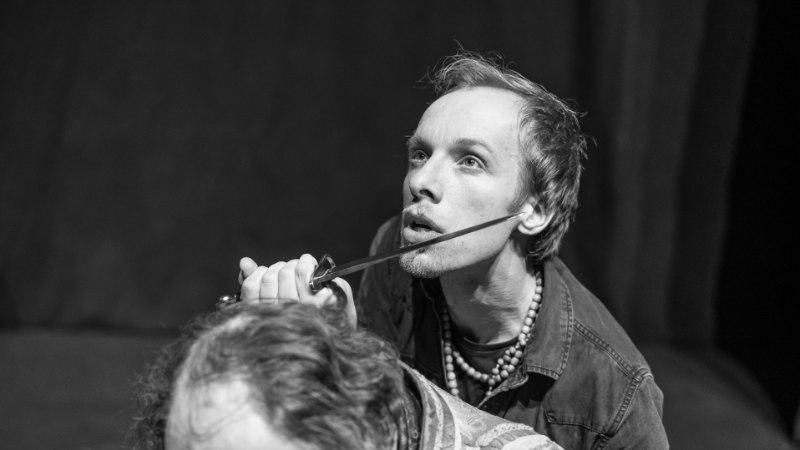 """Elva väiketeater võttis """"Hamleti"""" suurelt ette"""