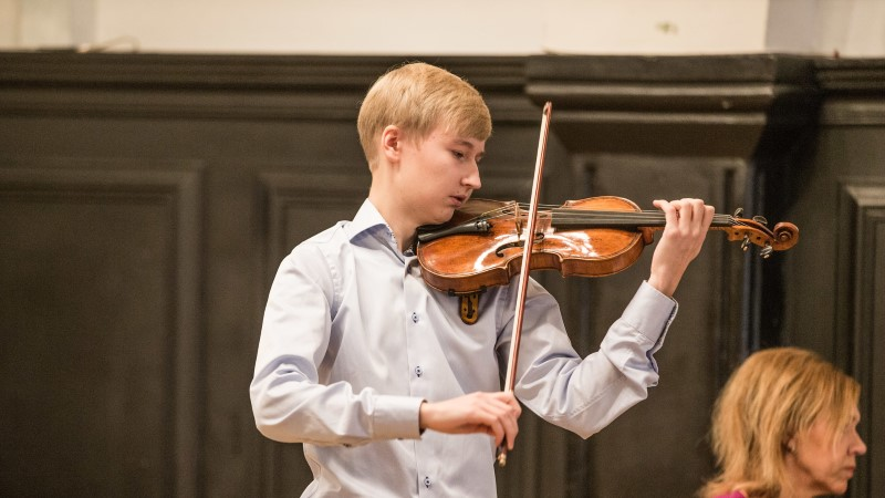 """EESTI KALLEIM PILL: Vladimir """"Boba"""" Sapožnini viiul sai pärast 21 aastat seismist uue omaniku"""