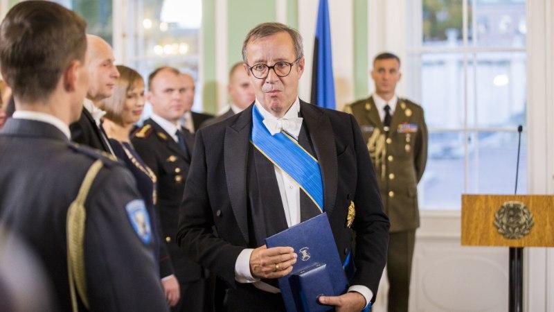 Vihane president Ilves soovitas natslikul ID-kaardi esindajal erru minna