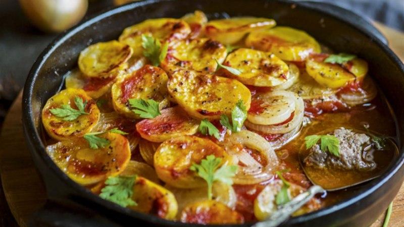 Krõbe lambalihavorm tomati, sibula ja kartulitega (kafta)