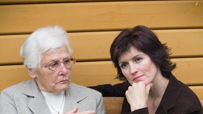 """Kooselu dementse vanemaga sööb närvid seest: """"Nagu oleks kolmas laps majas."""""""