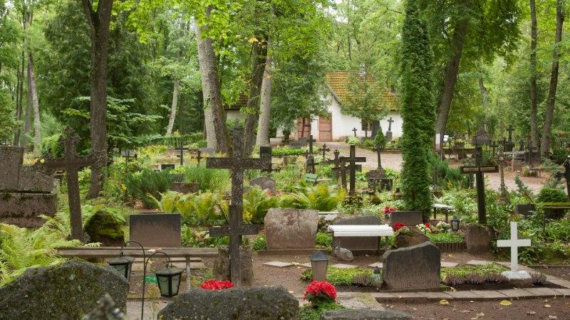 Kirstumatus või urnimatus - kumba eelistavad Eesti inimesed?
