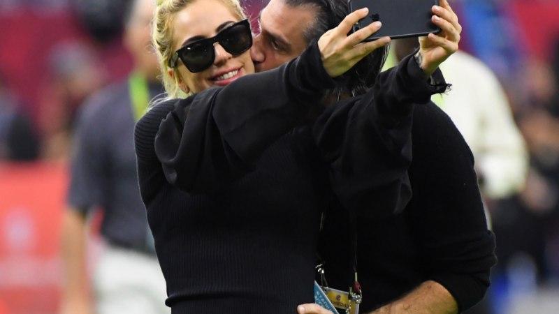 Lady Gaga hiiglaslik briljantsõrmus annab aimu kihlumisest