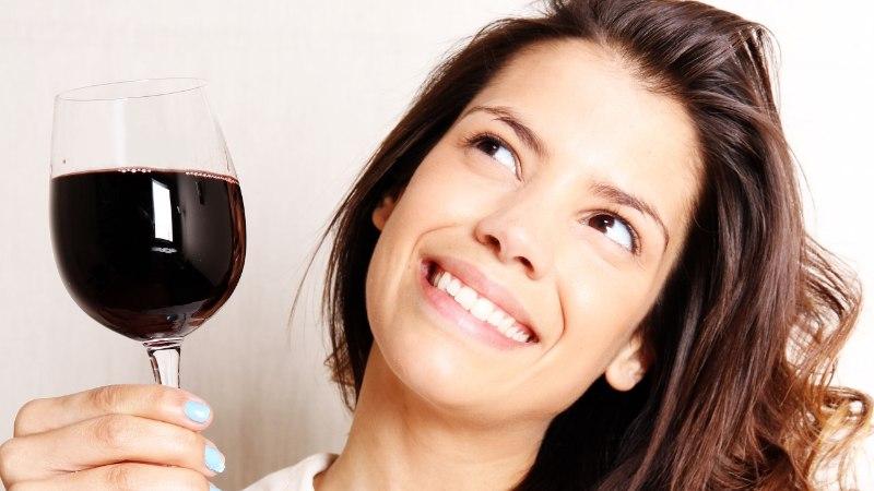 Ohhoo! Punane vein passib edukalt ka nahahoolduseks!