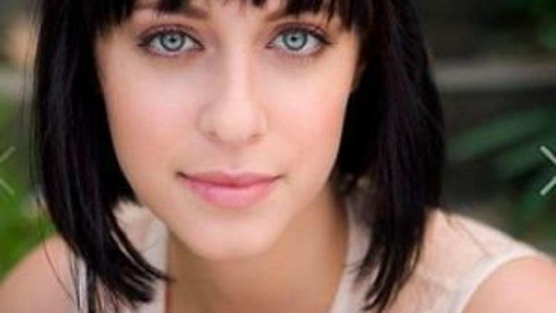 """""""Kodus ja võõrsil"""" näitlejatar vaagub tema vanemad tapnud autoõnnetuse järel hinge"""