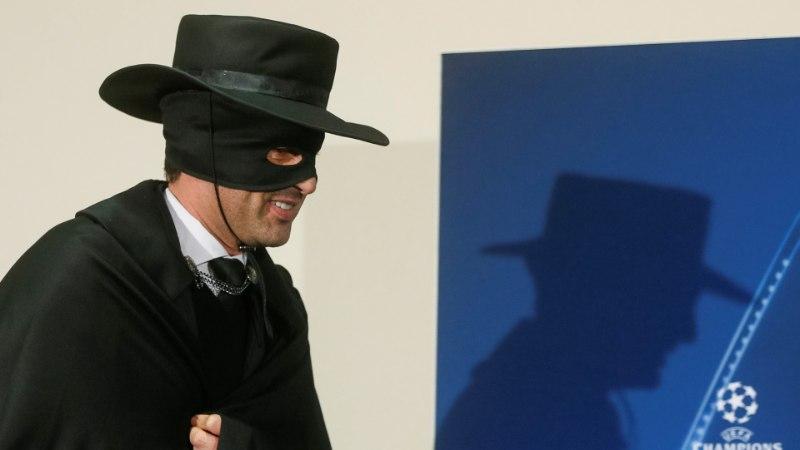 FOTOD | Ajakirjanikud küsitlesid Ukraina klubi peatreeneri asemel Zorrot